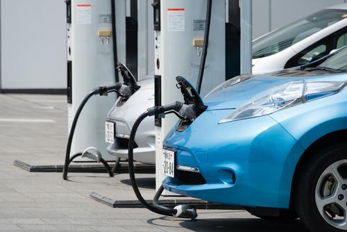Allt fler nyregistrerade personbilar går på el