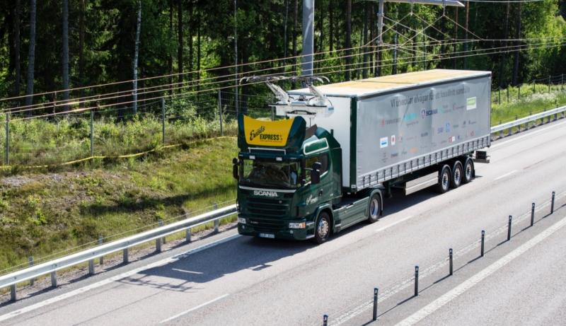 Världens första elväg invigd för tung transport