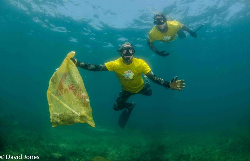 De gör förpackningar av havsplast