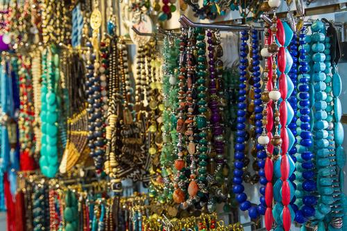 Skadliga ämnen i tre av tio smycken