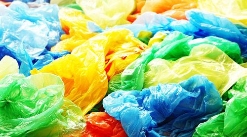 Kenya förbjuder plastpåsar – tillverkning ger fängelse