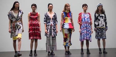 Brudklänningar och paraplyer i världens största tävling för hållbart mode