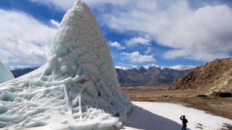 Indien löser vattenbrist med konstgjorda glaciärer