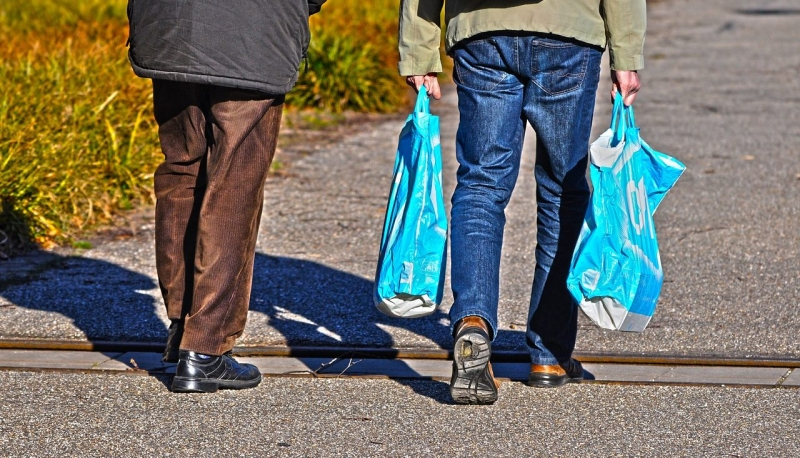 Skatt på plastpåsar ska minska konsumtionen