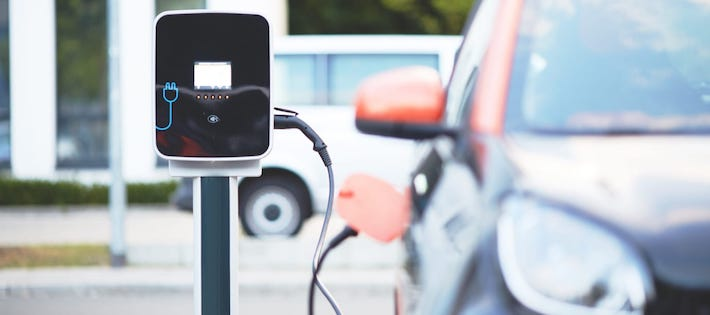 Halverade utsläpp för elbilsbatterier