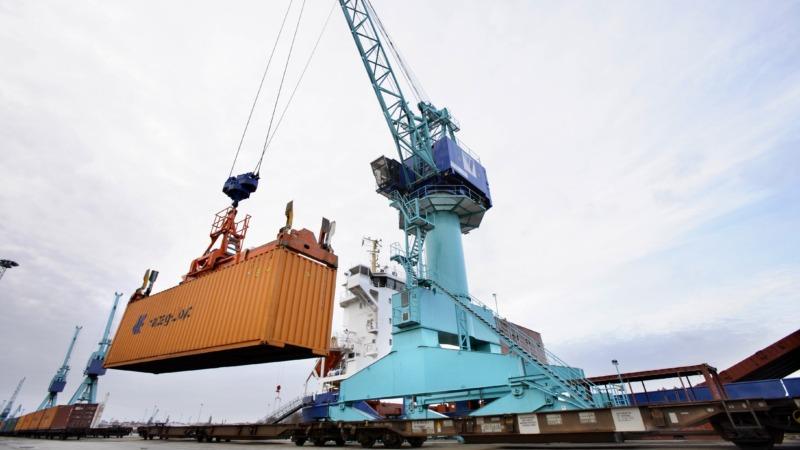 Studie: Flytt av gods från väg till tåg eller båt löser inte miljöproblem