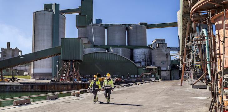 Regeringen räddar Cementa