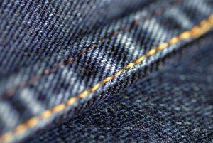 Högt pris för slitna jeans