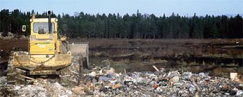 Avfallsdeponeringen fortsätter trots förbud